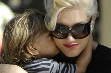 Gwen Stefani con Kingston en el parque... CUTE!