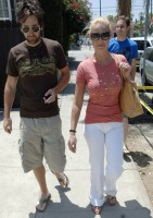 katherine_heigl_and_josh_kelly_out_and_about_in_los_feliz_01.jpg