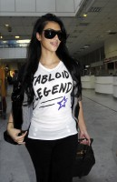 kim_kardashian_arriving_at_nice_airport-01.jpg