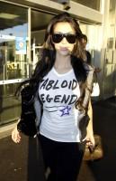kim_kardashian_arriving_at_nice_airport-02.jpg
