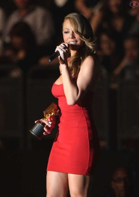 mariah_carey_is_awarded_for_video_vanguard_award.jpg
