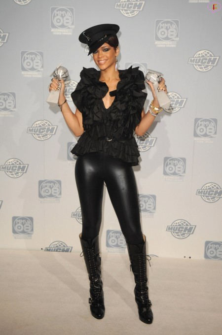 rihanna-19th_annual_muchmusic_video_awards_press_room-01.jpg