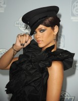 rihanna-19th_annual_muchmusic_video_awards_press_room-03.jpg