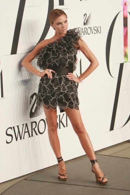 victoria_beckham-2008_cfda_fashion_awards-01.jpg