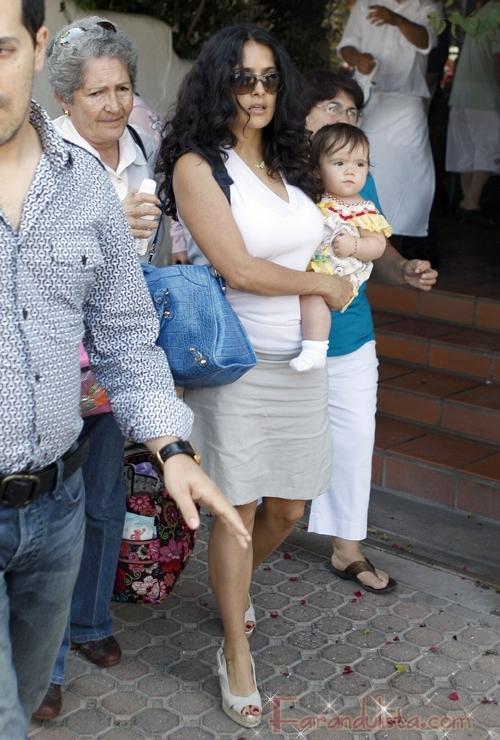 Salma Hayek y baby Valentina en una tarde de chicas