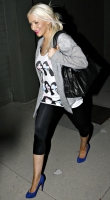 christina_aguilera_leaving_a_studio_02.jpg