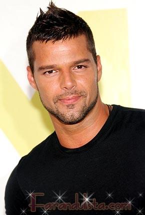 Ricky Martin se estrena como padre de gemelos
