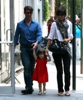 Katie Holmes con Suri y Tom en New York