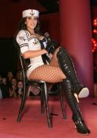 Kim Kardashian en el show con las Pussycat Dolls