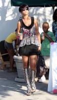 Rihanna en quiebra, Y con ese Look?
