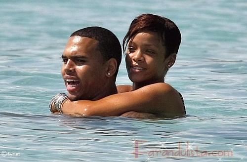Rihanna y Chris Brown se mudan juntos