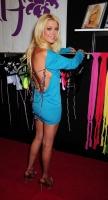 Tara Reid muestra su linea de bikinis Mantra