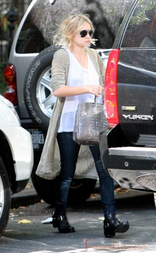 Mary Kate Olsen saliendo de su apartamento en NY