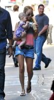 Nicole Richie y Baby Harlow van por cafe en NY