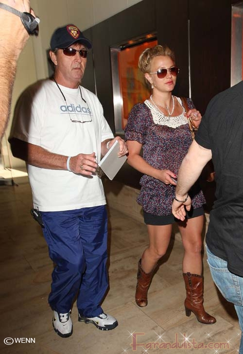 Britney Spears le agradece a su padre por salvarla