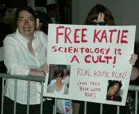 Liberen a Katie Holmes, quedense con Tom!