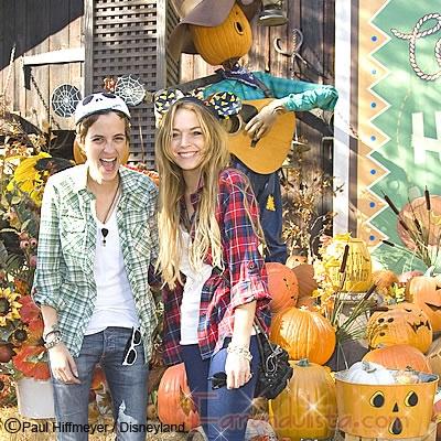 Lindsay y Samantha en Disney celebrando Halloween antes