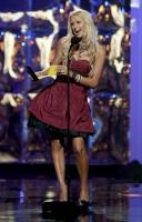 Paris Hilton defiende a los Jonas en los MTV VMAs 2008