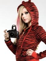 Avril Lavigne firma contrato con Canon
