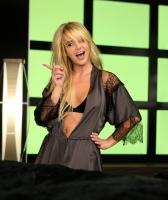 Britney en el set de su video Womanizer - Preview Video