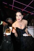 Dita Von Teese en el Paris Fashion Week (Sonya Rikiel)