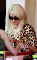 Holly Madison ya no esta con Hef pero aun vive en la mansion