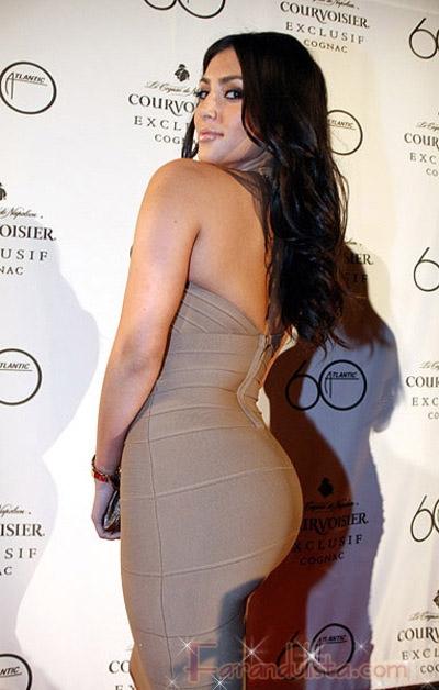 Kim Kardashian niega tener cirugias plasticas again!