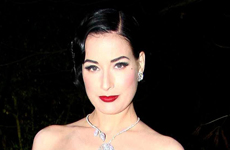 Dita Von Teese en el Paris Fashion Week (Sonya Rikiel)