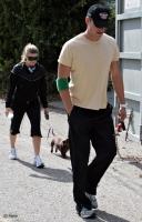 Fergie, Josh y su perrito ejercitandose