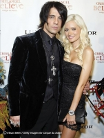 Es oficial! Holly Madison y Criss Angel - Bites and Gossip Links