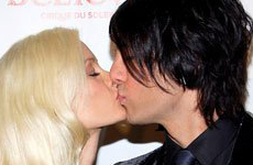 Es oficial! Holly Madison y Criss Angel – Bites and Gossip Links