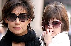 Katie Holmes y Suri llevan los mismos lentes de sol
