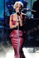 Pink FIERCE en los American Music Awards 2008