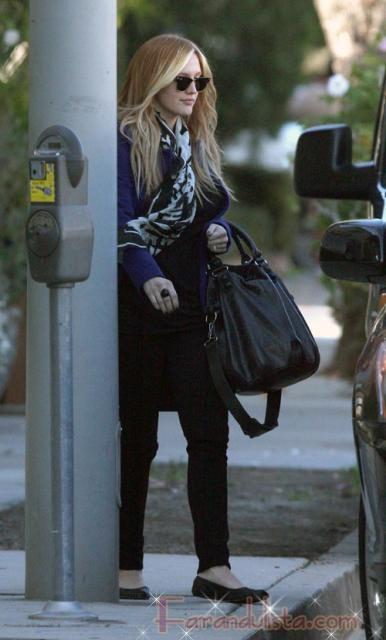 Ashlee Simpson estrena nuevo look post embarazo