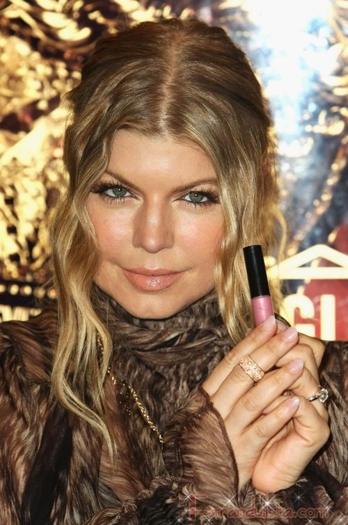 Fergie en el lanzamiento del Labial MAC Viva Glam IV ...