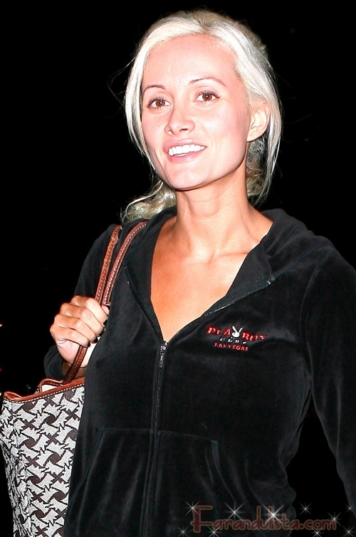 holly madison with no make up walking through the streets of beverly hills 01 122 555lo