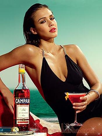 Jessica Alba posa sexy y delgada en el calendario Campari 2009