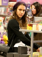 Jessica Alba de compras con su esposo Cash Warren