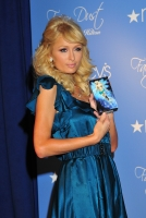 Paris Hilton lanza su nueva fragancia Fairy Dust