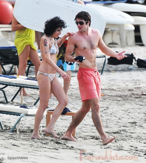Amy Winehouse y su novio en la playa