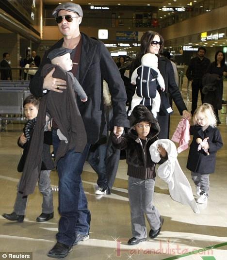 OMG!! OMG!! Brangelina y los babies en Japon!!!!