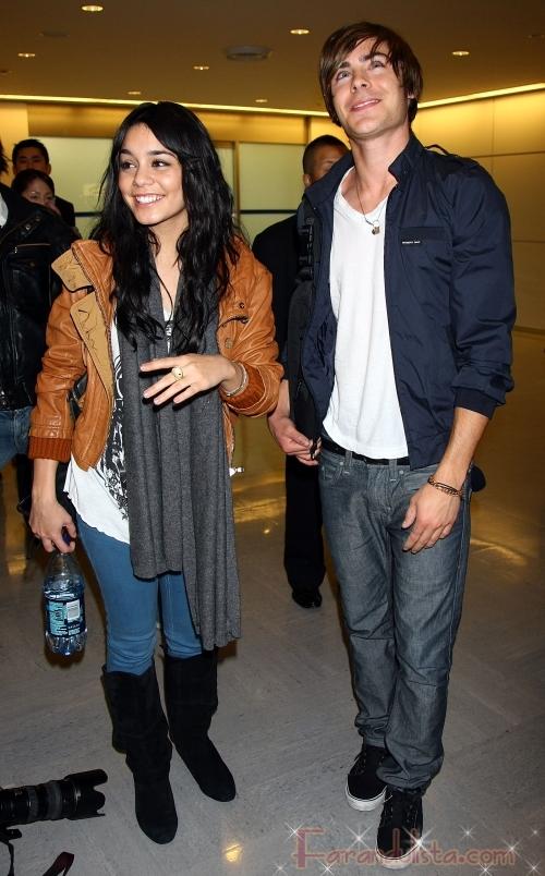 OMG!! Zac Efron y Vanessa Hudgens en Narita!