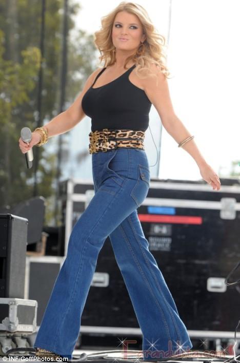 Jessica Simpson mas grande que nunca... literalmente