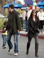 Megan Fox y Brian Austin Green pasean con su hijo
