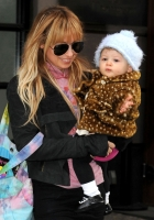 Aww... Nicole Richie y baby Harlow Winter Kate shopping