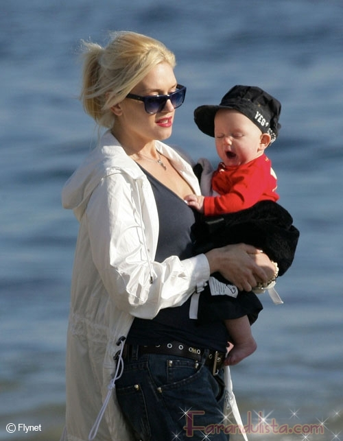 Gwen Stefani y baby Zuma en la playa