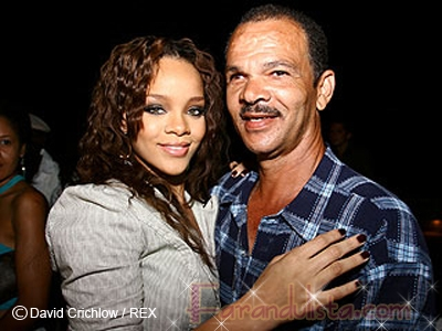 El padre de Rihanna habla sobre el incidente con Chris Brown