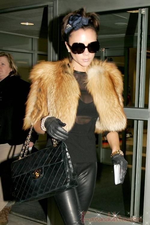 Victoria Beckham viste pieles, pero FALSAS