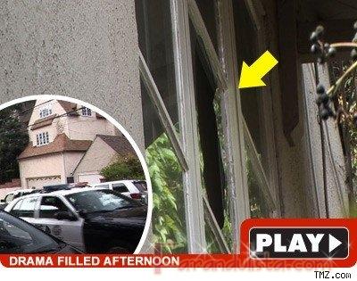 La policia busca a Lindsay Lohan - Bites & Gossip Links!
