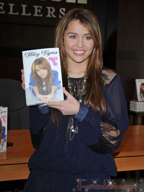 Miley Cyrus habla de su novio Justin Gaston - Hot Links!!